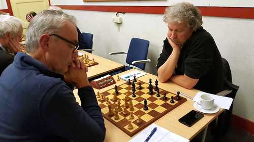 Teamleider Martin Markering (rechts) denkt na